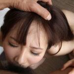 【イラマチオエロ画像】女の子の頭を押さえて喉奥までチンコをぶち込んで強引に奉仕させている!