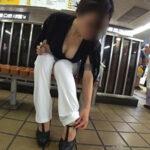 【胸チラ盗撮エロ画像】素人娘のオッパイを見ないと損する瞬間…胸元にはエロスがいっぱい!
