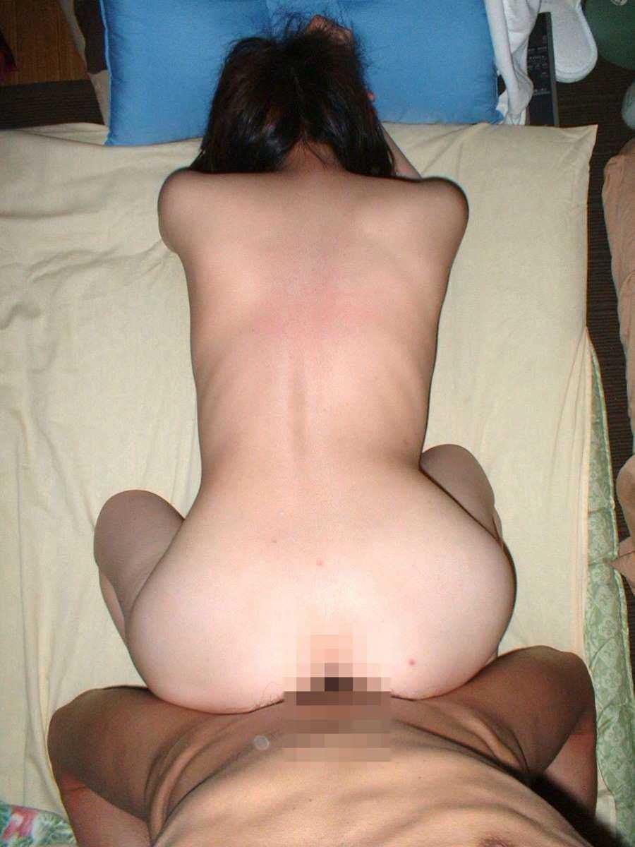 後背位で膣奥をピストンしてる!
