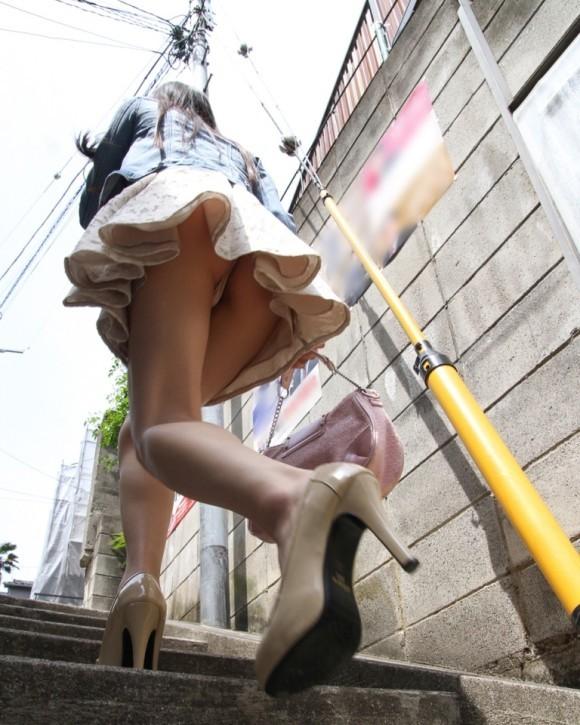 ミニスカ履いてるお姉さんの下着を盗撮!
