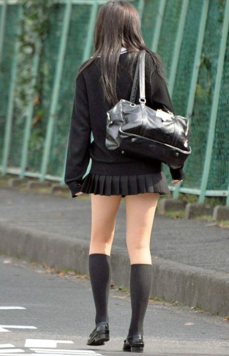 ツヤ肌が素敵な女子校生を隠し撮り!