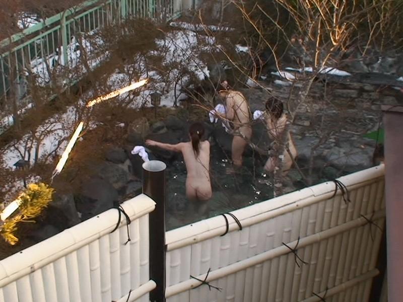 素人美女達の温泉入浴を覗いてる!