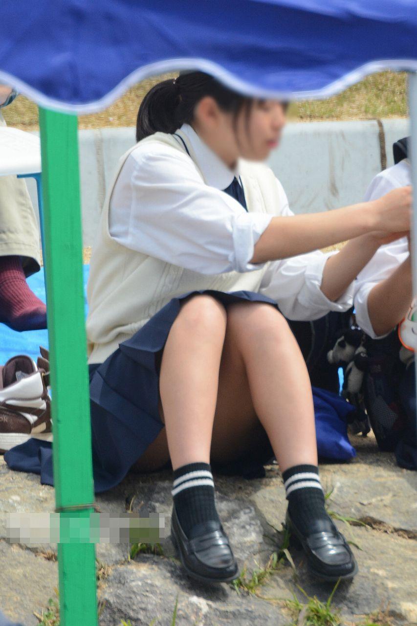 女子校生の座りパンチラがイイ!