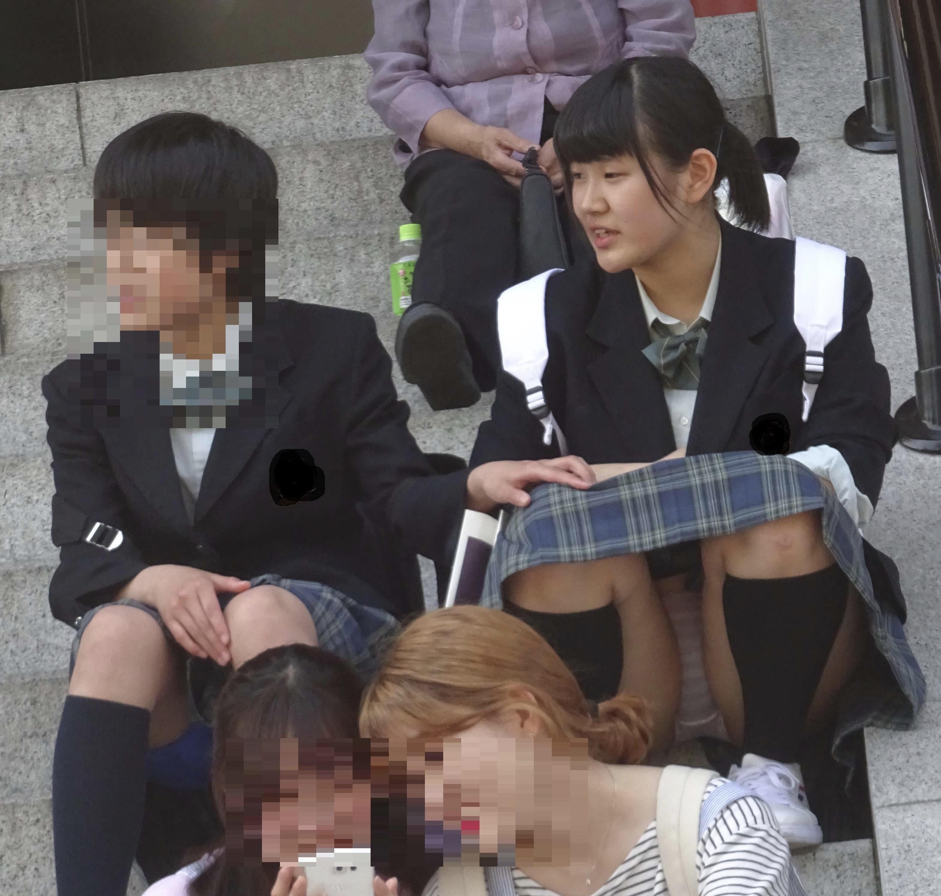 女子校生のパンツがガッツリ見えてる!