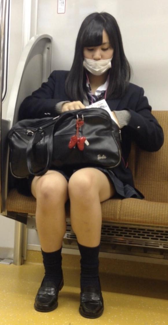 女子校生の太ももが魅力すぎる!