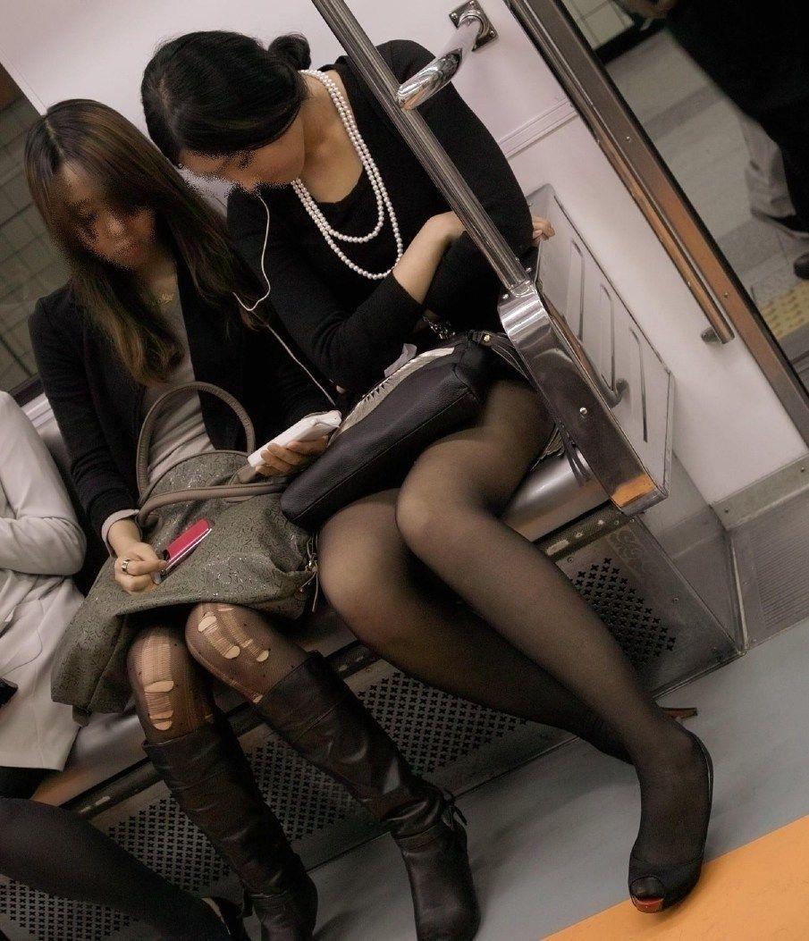 黒パンスト女性たちの下半身を盗撮した!