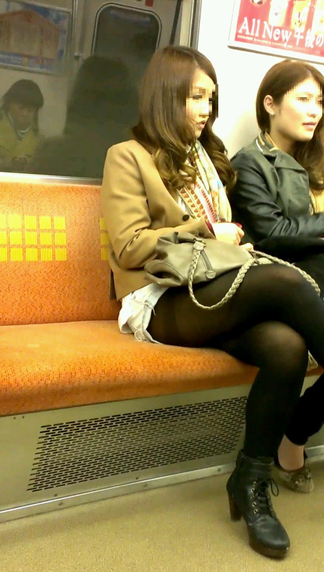 黒パンスト履いてるとセクシーに見える!