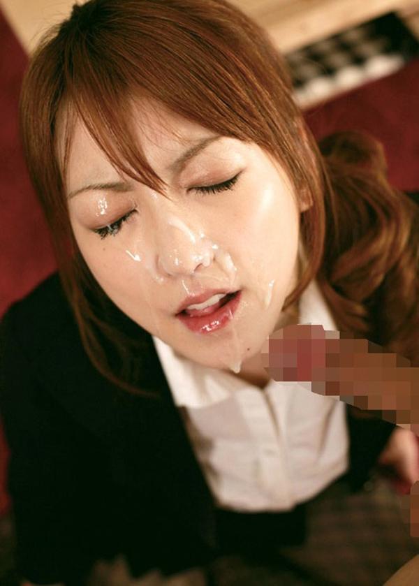 美人女性の顔に大量ぶっかけ!