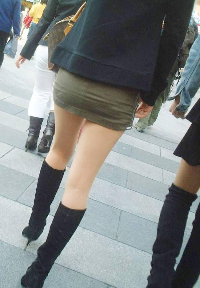 色白で綺麗な脚美に見惚れるわ!