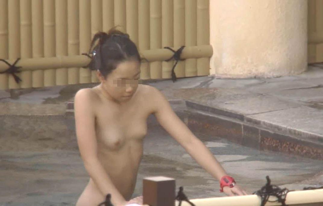 ちっぱい女性の裸体がエロいな!