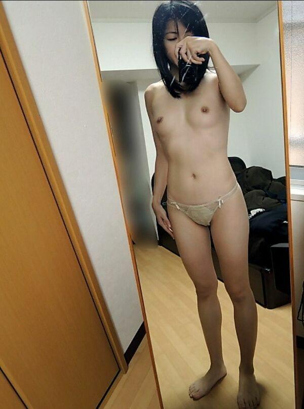 スリム体型のおばさんの自撮り!
